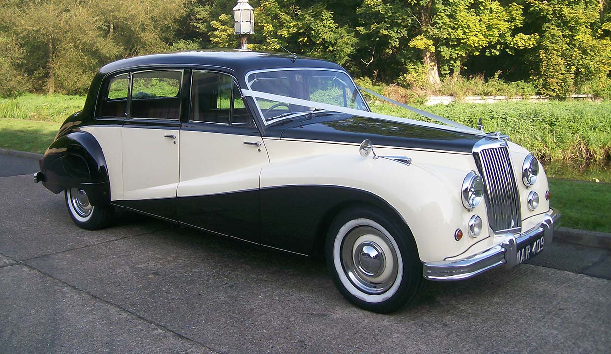 Hero-Armstrong-Siddeley-ivory-black_1240x720